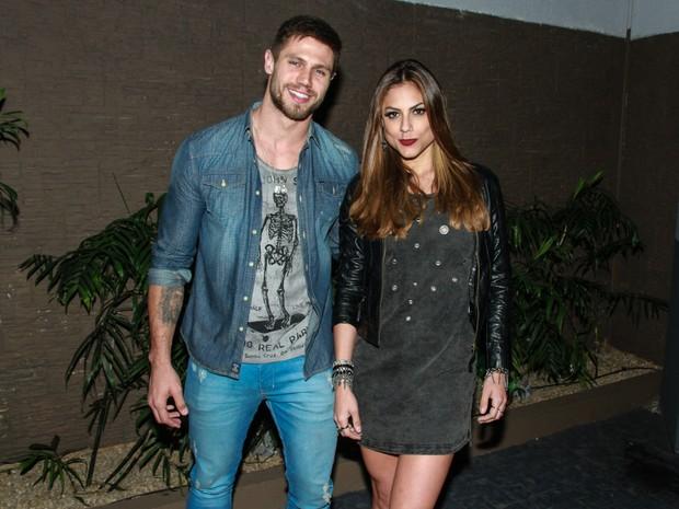 Mari Gonzalez e ex-BBB Jonas em festa em São Paulo (Foto: Amauri Nehn/ Brazil News)
