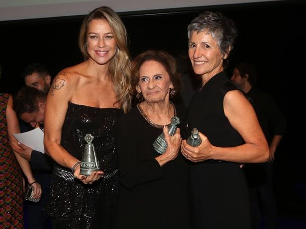 Luana Piovani, Laura Cardoso e Cássia Kis Magro em prêmio em São Paulo (Foto: Iwi Onodera/ EGO)