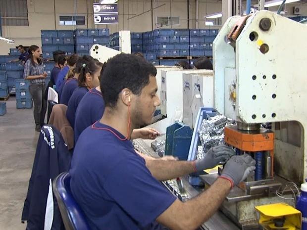 Indústria de MS deve abrir cerca de 9 mil vagas até 2015 (Foto: Reprodução/TV Morena)