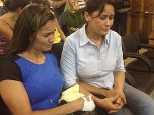 Irmãs de Rosirene, Rossilda e Ivanete vão à audiência contra suposto serial killer em Goiânia, Goiás (Foto: Paula Resende/ G1)