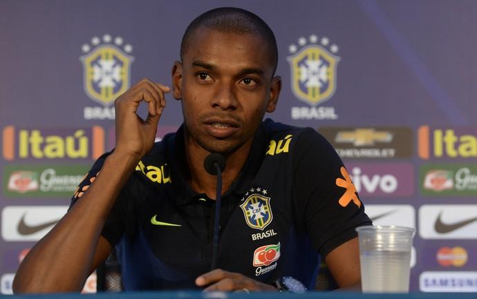 Fernandinho entrevista coletiva seleção brasileira (Foto: Pedro Martins/MoWa Press)