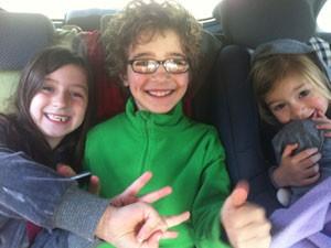 Crianças no carro (Foto: Coisas de Mãe/Patrícia Papp)