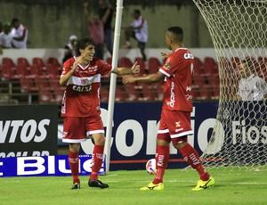Clebinho também faz gol e celebra com Zé Carlos (Foto: Ailton Cruz/ Gazeta de Alagoas)