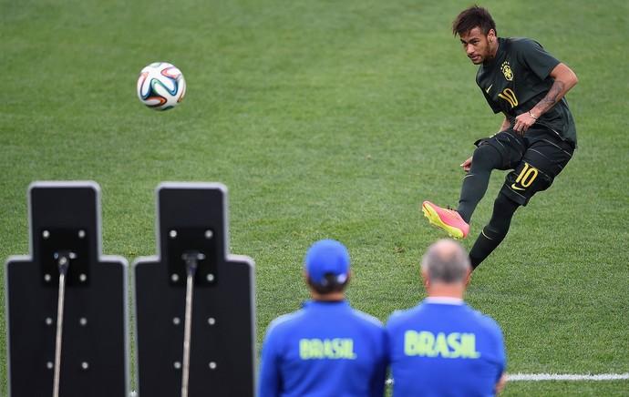 Neymar no treino do Brasil em São Paulo (Foto: Getty Images)