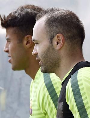 Iniesta rafinha treino barcelona (Foto: EFE/Andreu Dalmau)