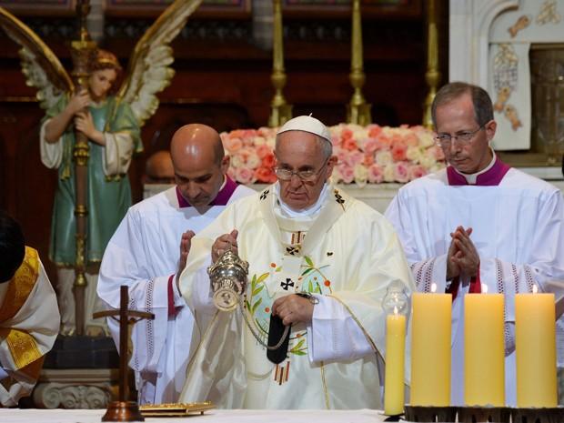 Papa Francisco celebra missa na Catedral de Myeongdong, em Seul. (Foto: Vincenzo Pinto / AFP Photo)