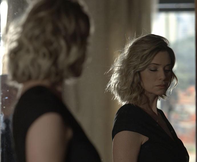 Soraya se prepara para o julgamento e não disfarça a tensão (Foto: TV Globo)