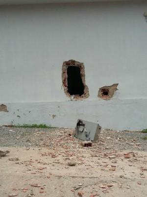Bandidos explodem agência do Banco do Brasil em Macaparana, PE (Foto: Bruno Fontes/TV Globo)