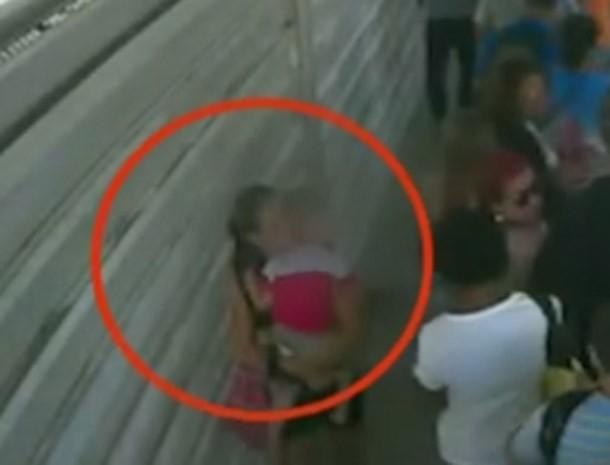 Mulher que abandonou criança em BRT, no Rio (Foto: Reprodução/TV Globo)