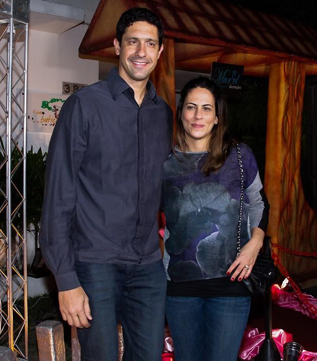 O ex-nadador Gustavo Borges ao lado da mulher (Foto: Manuela Scarpa e Marcos Ribas/Photo Rio News)