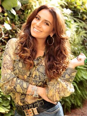 Giovanna ensina truque caseiro para dar brilho aos cabelos (Foto: Salve Jorge/TV Globo)