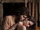 Chay Suede e Laura Neiva posam em clima de romance