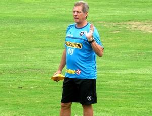 Oswaldo de Oliveira no treino do Botafogo (Foto: Thales Soares / Globoesporte.com)