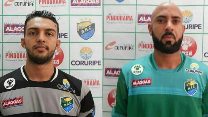 Goleiro Lucas Couto e zagueiro Júnior Maceió, Coruripe (Foto: Carlos Azevedo / Ascom Coruripe)