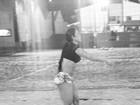 Gracyanne Barbosa curte o fim de tarde jogando vôlei no Rio