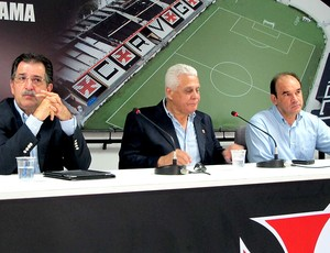 Renê Simões, Roberto Dinamite e Ricardo Gomes coletiva Vasco (Foto: Gustavo Rotstein / Globoesporte.com)