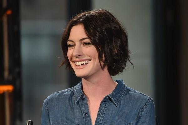 Anne Hathaway já tinha mostrado que sabia cantar no filme 'Uma Garota Encantada', mas surpreendeu mesmo ao cantar 'I Dreamed a Dream' no musical 'Os Miseráveis' (Foto: Getty Images)
