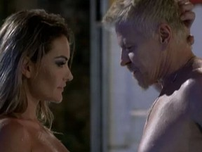 Laura Keller e Miguel Falabella em cena do seriado Pé na Cova (Foto: Reprodução/Globo)