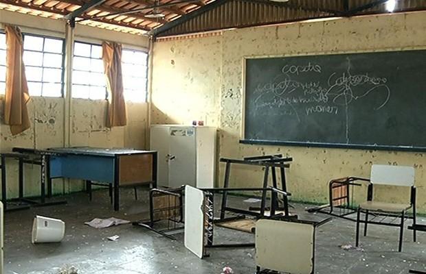 Escola atingida por agrotóxico é depredada, em Rio Verde, Goiás (Foto: Reprodução/TV Anhanguera)