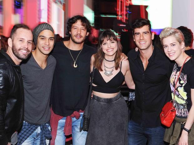 Sergio Malheiros, Nando Rodrigues, Agatha Moreira, Marco Pitombo e Sophia Abrahão em festa no Rio (Foto: Ari Kaye/ Divulgação)