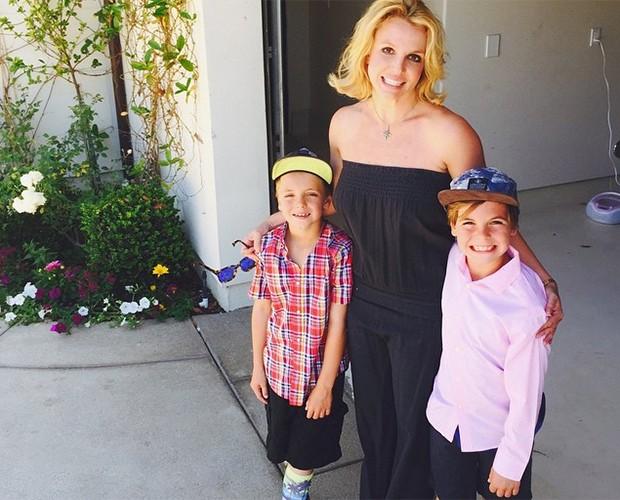 Britney Spears sempre posa ao lado dos filhos em suas fotos nas redes sociais (Foto: Reprodução)