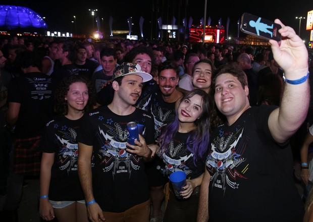 Elenco de Verdades Secretas no Rock in Rio (Foto: Marcos Serra Lima / EGO)