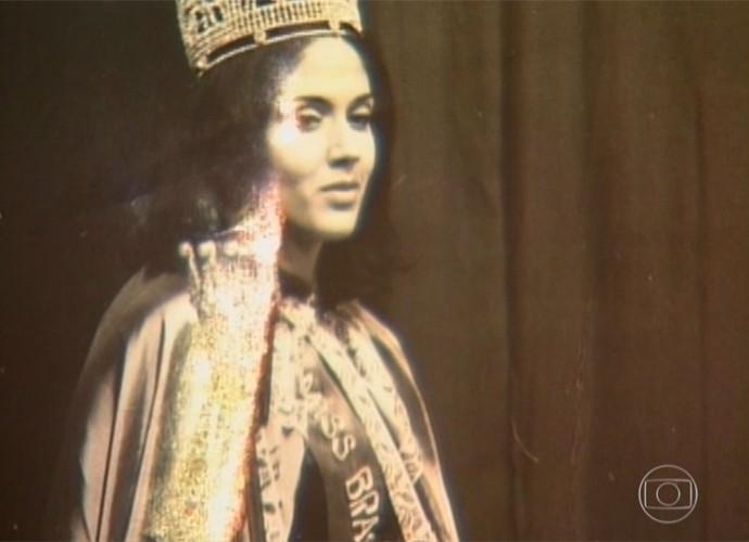 Yoná Magalhães no teatro com a 'História de Miss Brasil' (Foto: Vídeo Show / TV Globo)