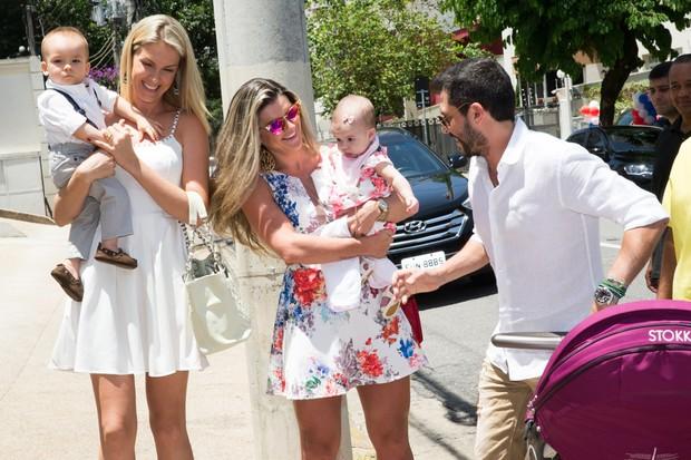 Ana Hickmann e Mirella Santos com seus filhos no aniversario do sobrinho de Sabrina Sato (Foto: Manuela Scarpa e Marcos Ribas/ Photo Rio News)
