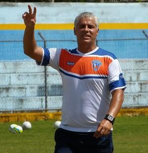 César Diniz, técnico do Duque de Caxias (Foto: Vitor Costa)
