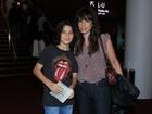 Giovanna Lancellotti e o namorado, Gian Luca, assistem à peça no Rio