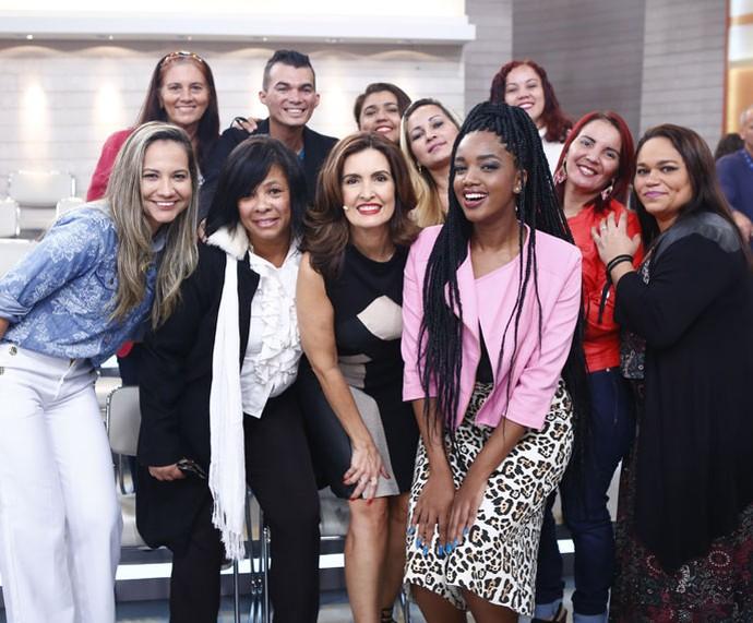 Fátima, a cantora Iza e a plateia do programa (Foto: Fábio Rocha/Gshow)