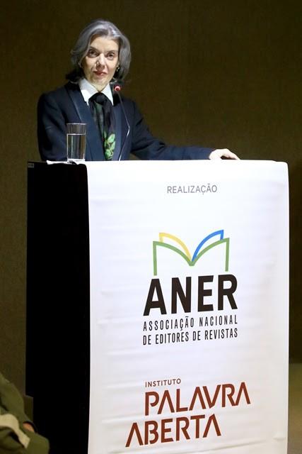A ministra Cármen Lúcia faz seu discurso durante o fórum realizado em Brasília (Foto: Divulgação)