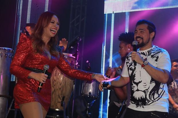 Solange Almeida e Xand, do Aviões do Forró, em show em São Paulo (Foto: Fred Pontes/ Divulgação)