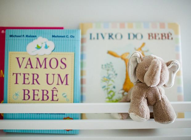 Livreiro para expor e organizar livros e brinquedos feito na Porto Madeira Marcenaria (Foto: Carla D'Aqui)