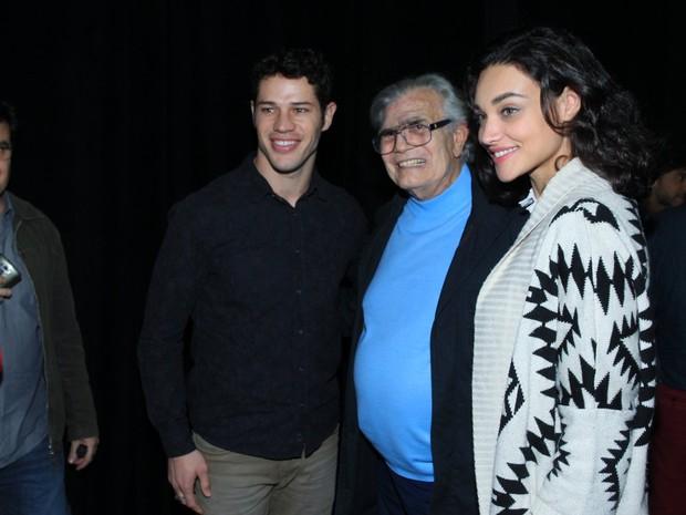 José Loreto, Tarcísio Meira e Débora Nascimento em estreia de peça na Zona Sul do Rio (Foto: Marcello Sá Barretto/ Ag. News)