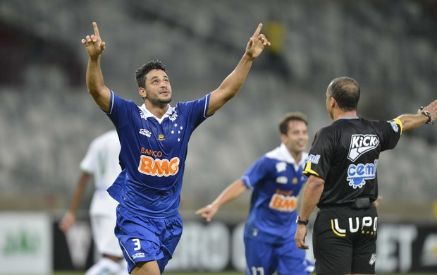 Léo comemora gol (Foto: Washington Alves / Vipcomm)