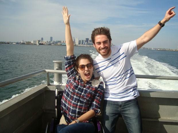 Michele com um amigo que conheceu na viagem a Boston (Foto: Michele Simões/Arquivo pessoal)