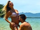 Gusttavo Lima beija barriguinha de Andressa Suita: 'Anjo Gabriel'