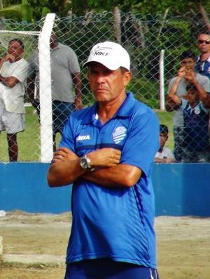 Carlinhos Marechal não gostou da apresentação do CSA (Foto: Henrique Pereira/ GloboEsporte.com)