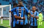 Grêmio derrota o Coritiba em  Porto Alegre e segue na cola  do líder Corinthians: 2 a 0 (Lucas Uebel / Grêmio, DVG)