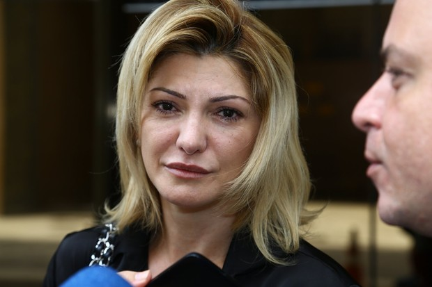 Antonia Fontenelle na porta do Fórum (Foto: Marcello Sá Barretto/AgNews)