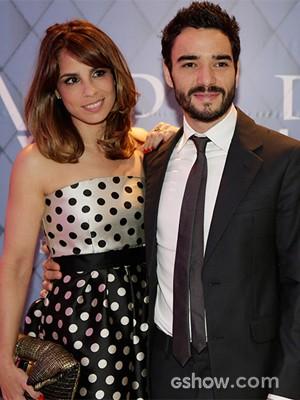 Maria diz que ela e Caio vão poder tirar férias juntos pela primeira vez (Foto: Fábio Rocha/TV Globo)