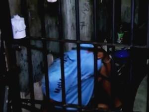 Presos ficam em delegacias no RS por falta de vagas em presídios (Foto: Reprodução/RBS TV)