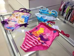 Para o verão, moda infantil aposta em cores fortes e estampas temáticas (Foto: Fabiana Figueiredo/G1)