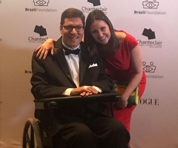Rodrigo Mendes, homenageado, e Patrícia Lobaccaro, CEO da BrazilFoundation (Foto: Divulgação)