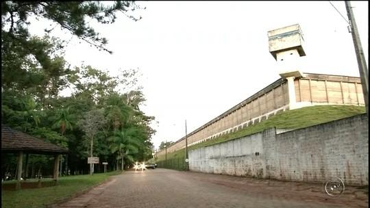 Grupo é preso suspeito de jogar celulares em penitenciária de Avaré