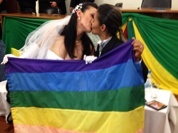 Casal gay comemorou casamento após polêmica (Foto: Estêvão Pires/G1)