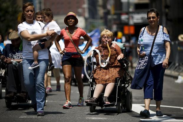 Nancy Brown, de 73 anos, teve poliomelite aos 7 anos de idade (Foto: Reuters/Eduardo Muñoz)