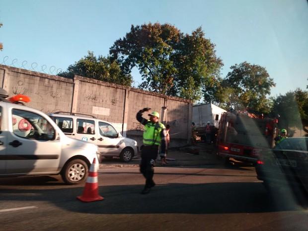 Caminhão se envolve em acidente na Linha 2 do metrô (Foto: Filipe Marques / Arquivo Pessoal)