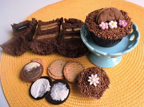Cupcake de chocolate com biscoito recheado da ABIMAPI